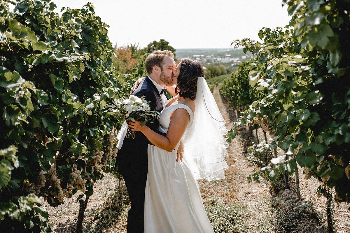 Virginia Pech Hochzeitsfotografie Weinberge Weingut Junghof Undenheim M & C 25