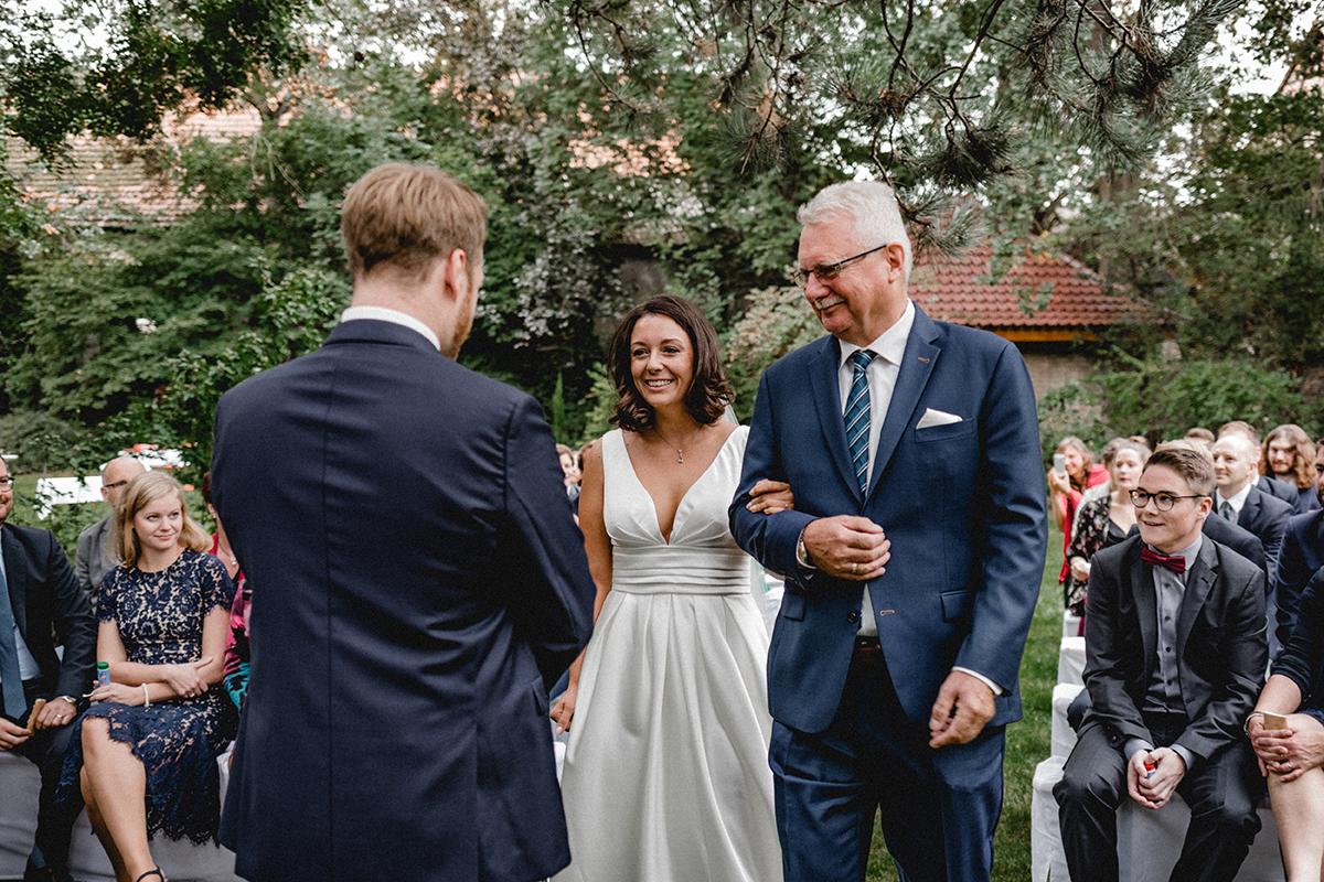 Virginia Pech Hochzeitsfotografie Weinberge Weingut Junghof Undenheim M & C 59